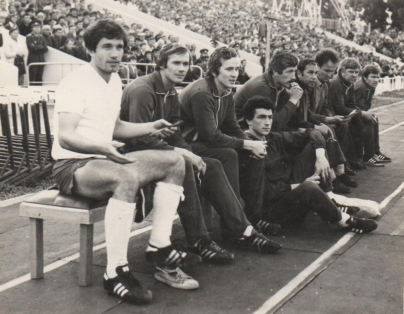Алексей Павлович Кандалинцев (четвёртый справа) в составе тренерского штаба СКА(Хабаровск).